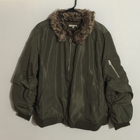 41ce7c57eb4 Plus Size Faux Fur Collar Bomber Jacket